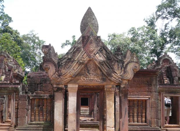 Banteay Srei and Kbal Spean Full Day Tour