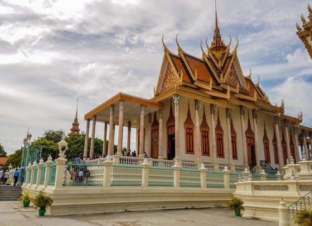 Phnom Penh Full Day Tour; National Museum, Royal Palace, Toul Sleng Museum & Killing Fields